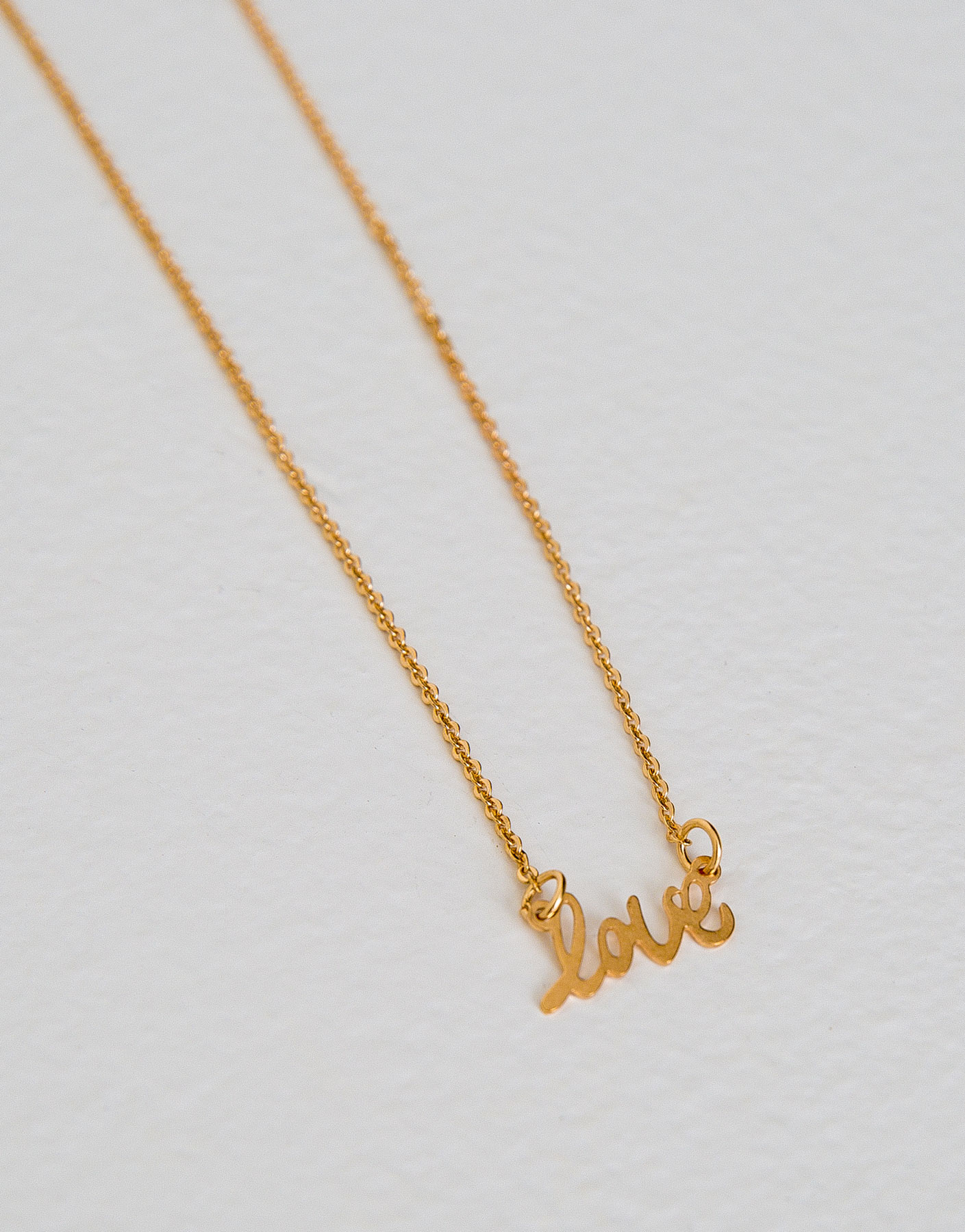 Collar fino palabra love