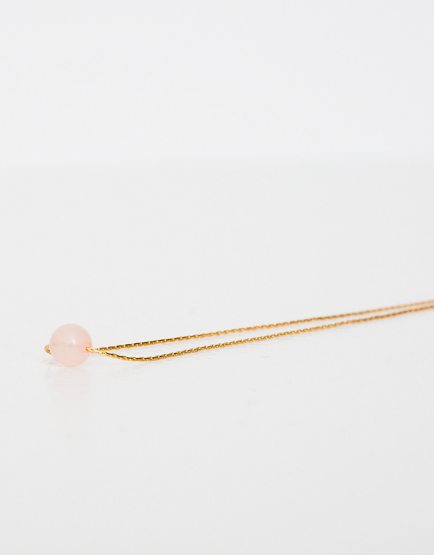 Thin necklace with quartz stone