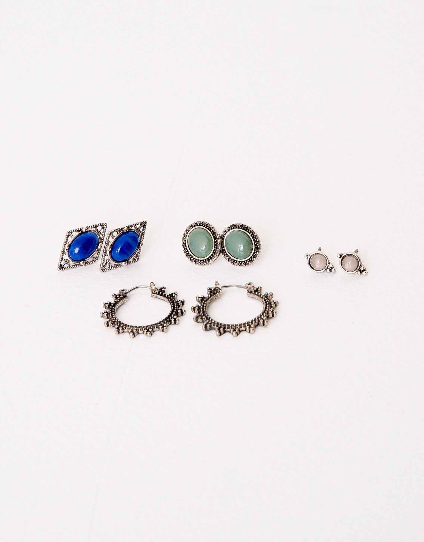 Pack of 4 assorted earrings