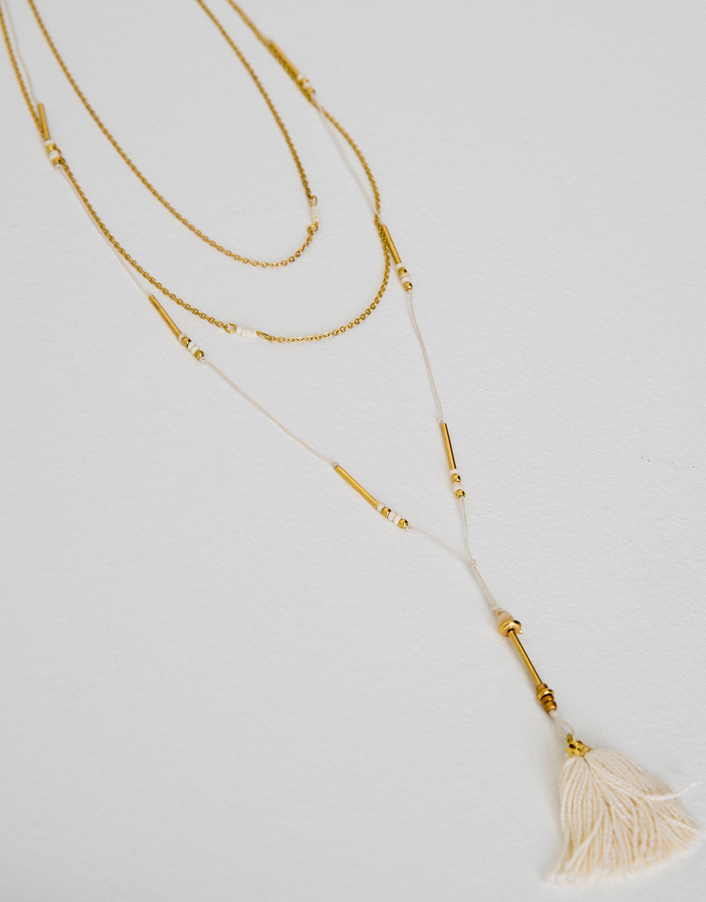 Chain and thread necklace