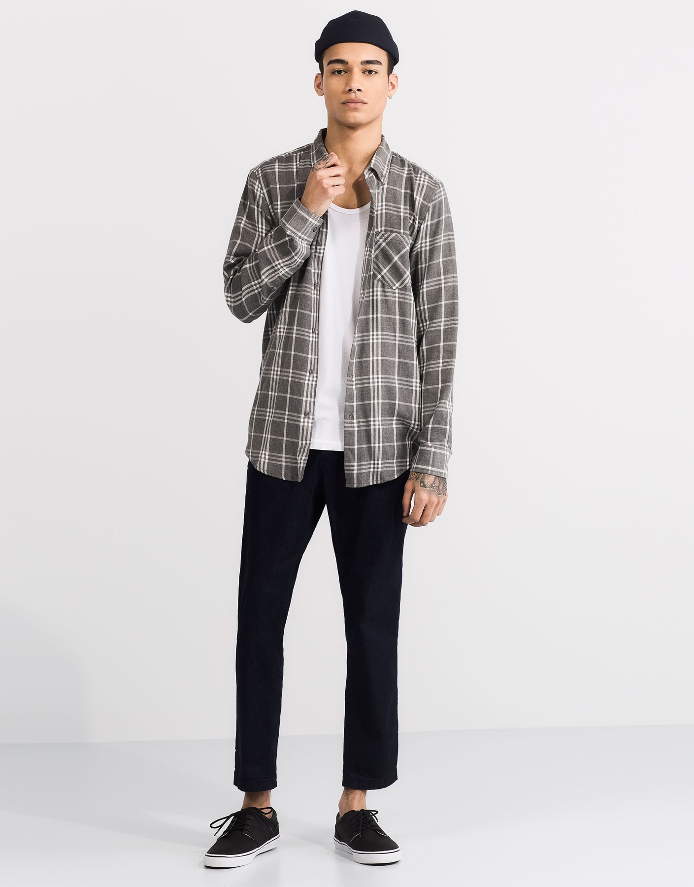 Long sleeved checkered grey shirt