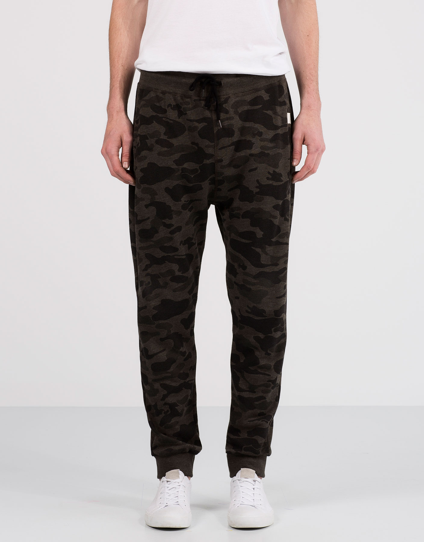 Crimped camouflage jogging trousers