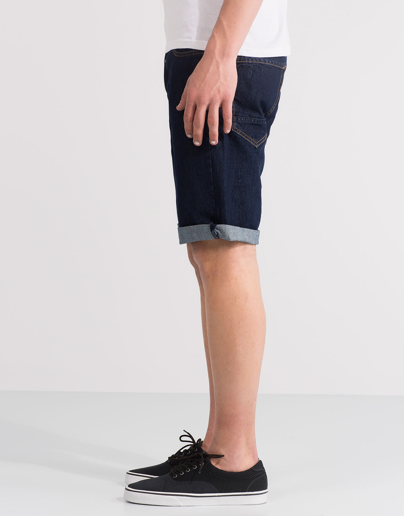 Bermudes denim rentades fosques