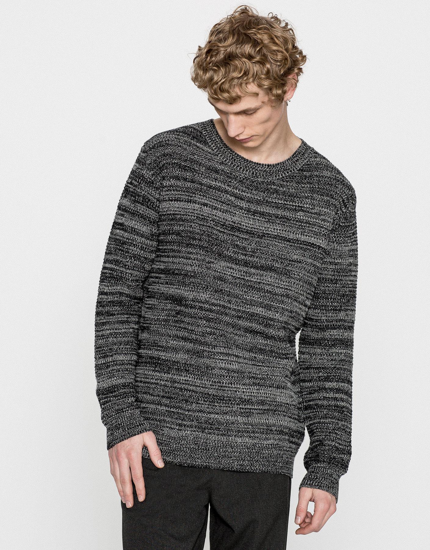 Round neck twist knit sweater