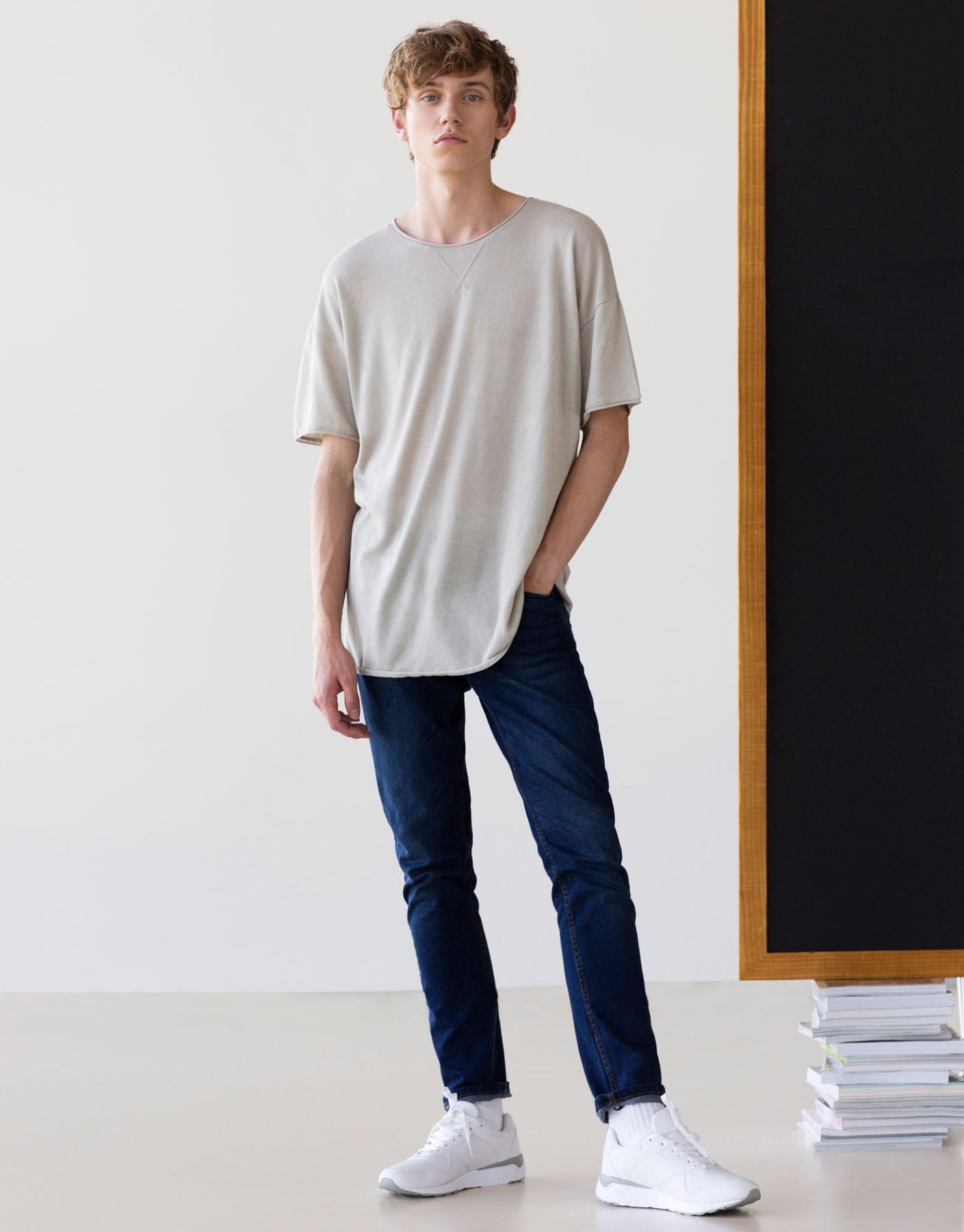 Short-sleeve oversized sweater
