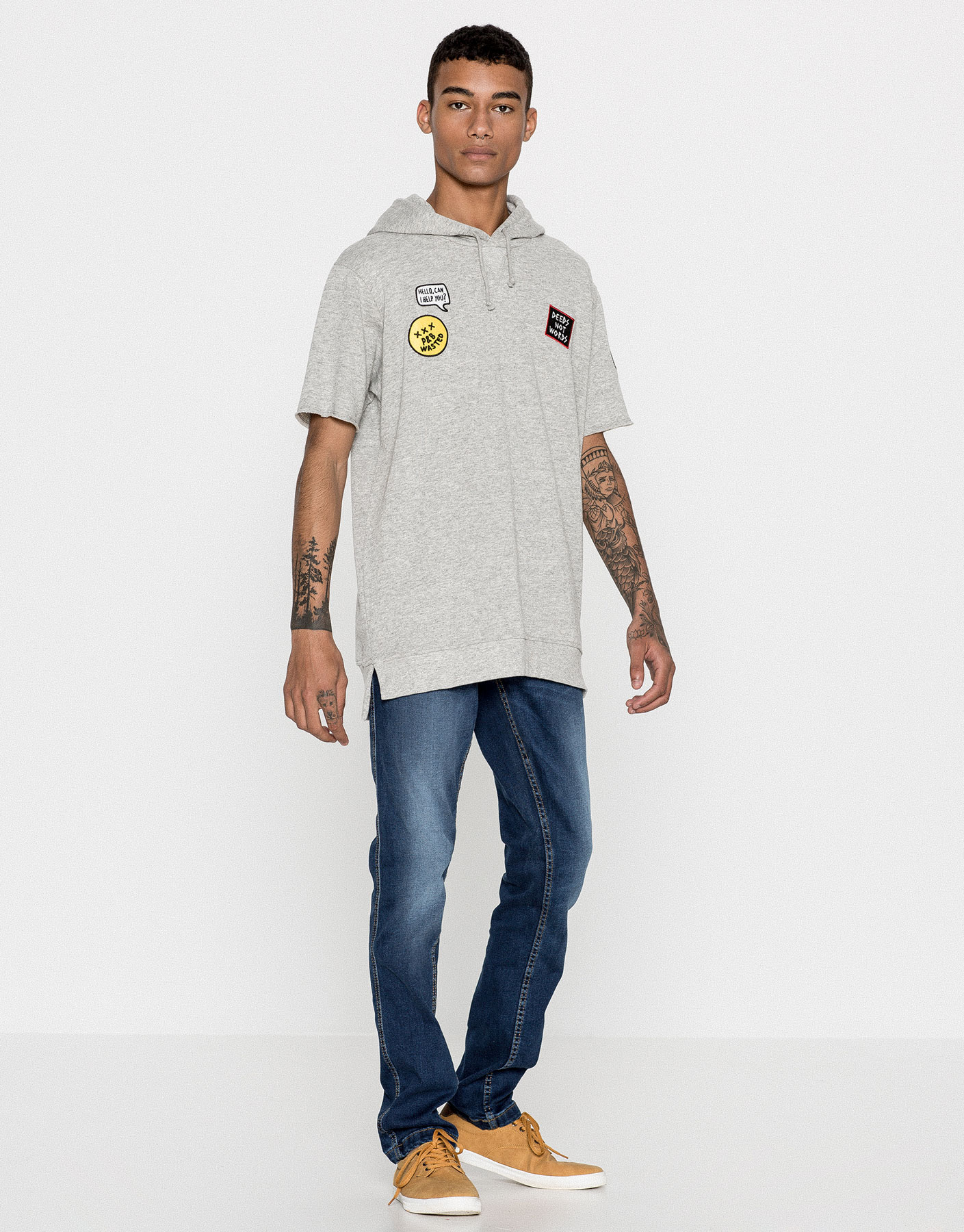 Short-sleeve sweatshirt with patches