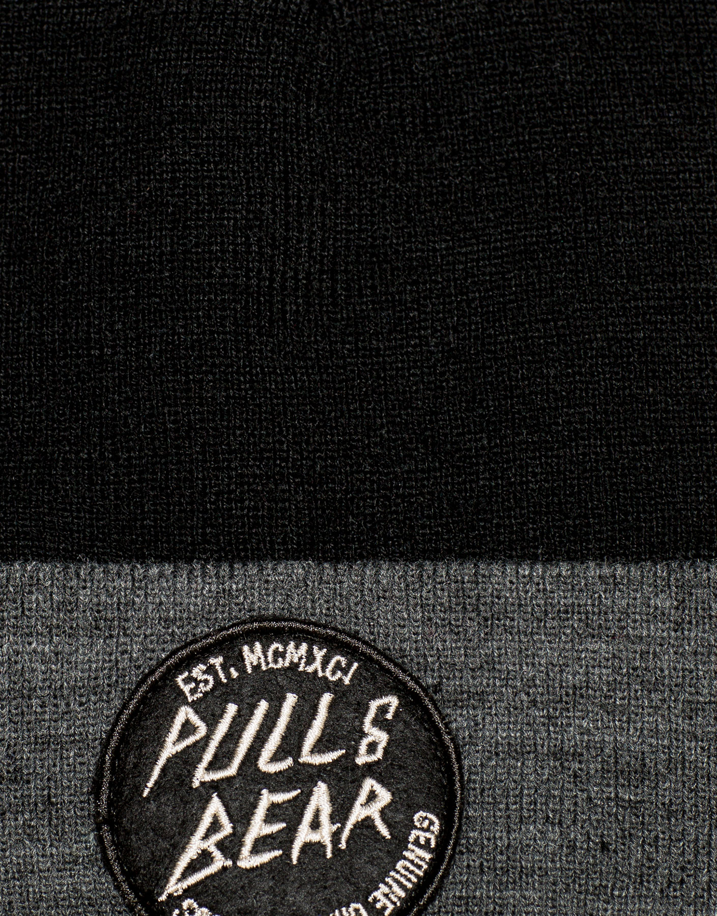 Pullandbear logo knit hat