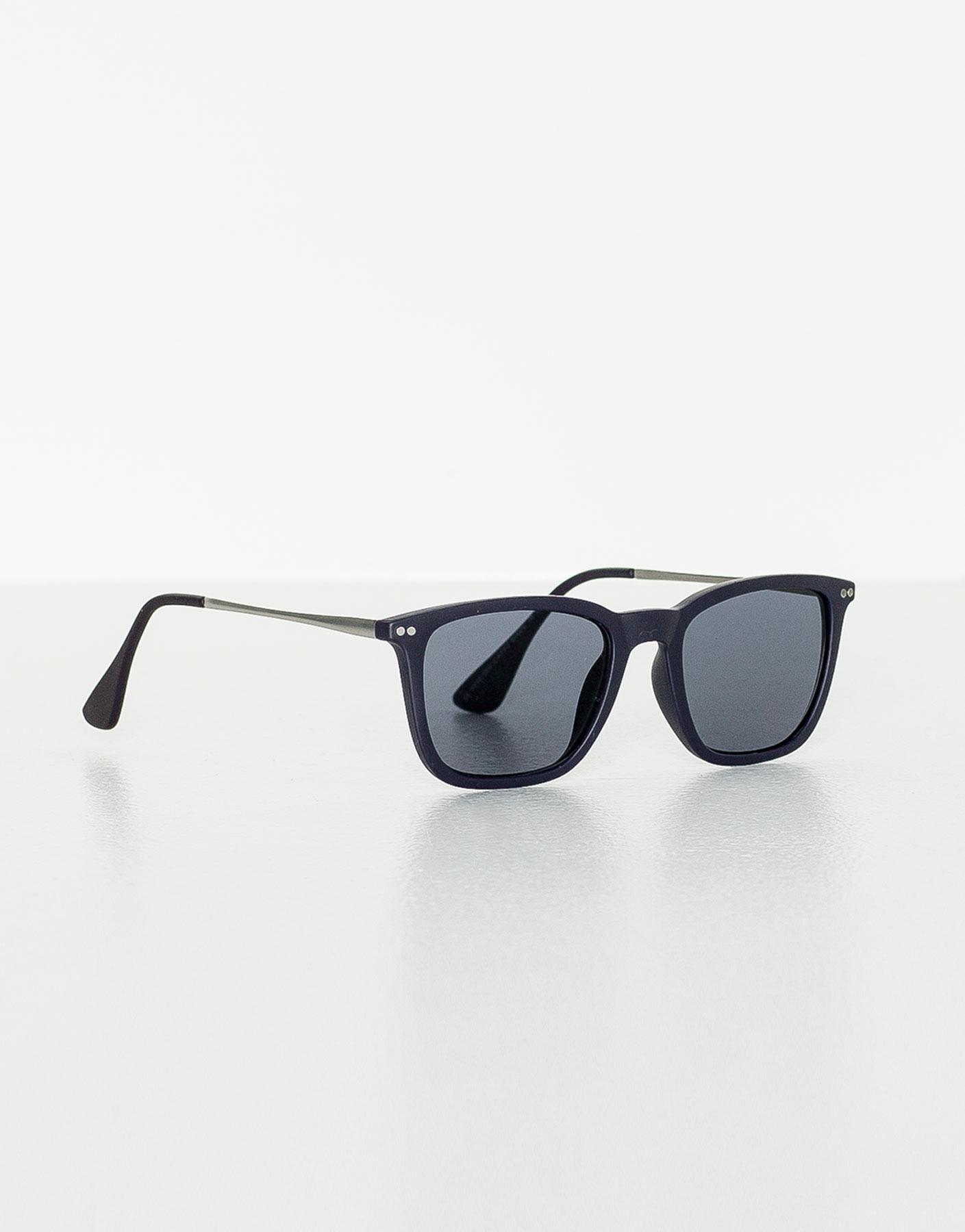 Hornbrille mit runden bügeln