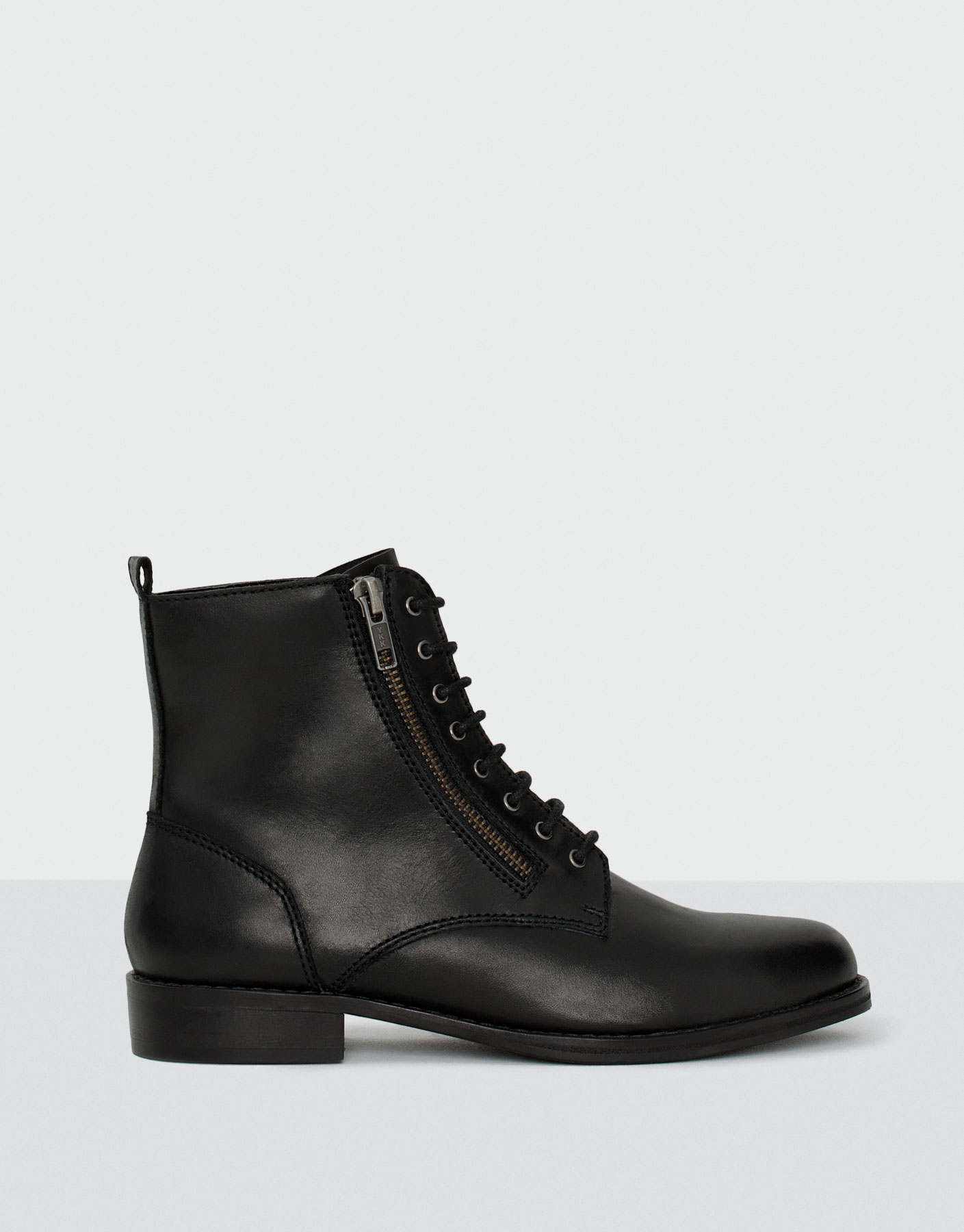 Leather ankle boots with zip detail