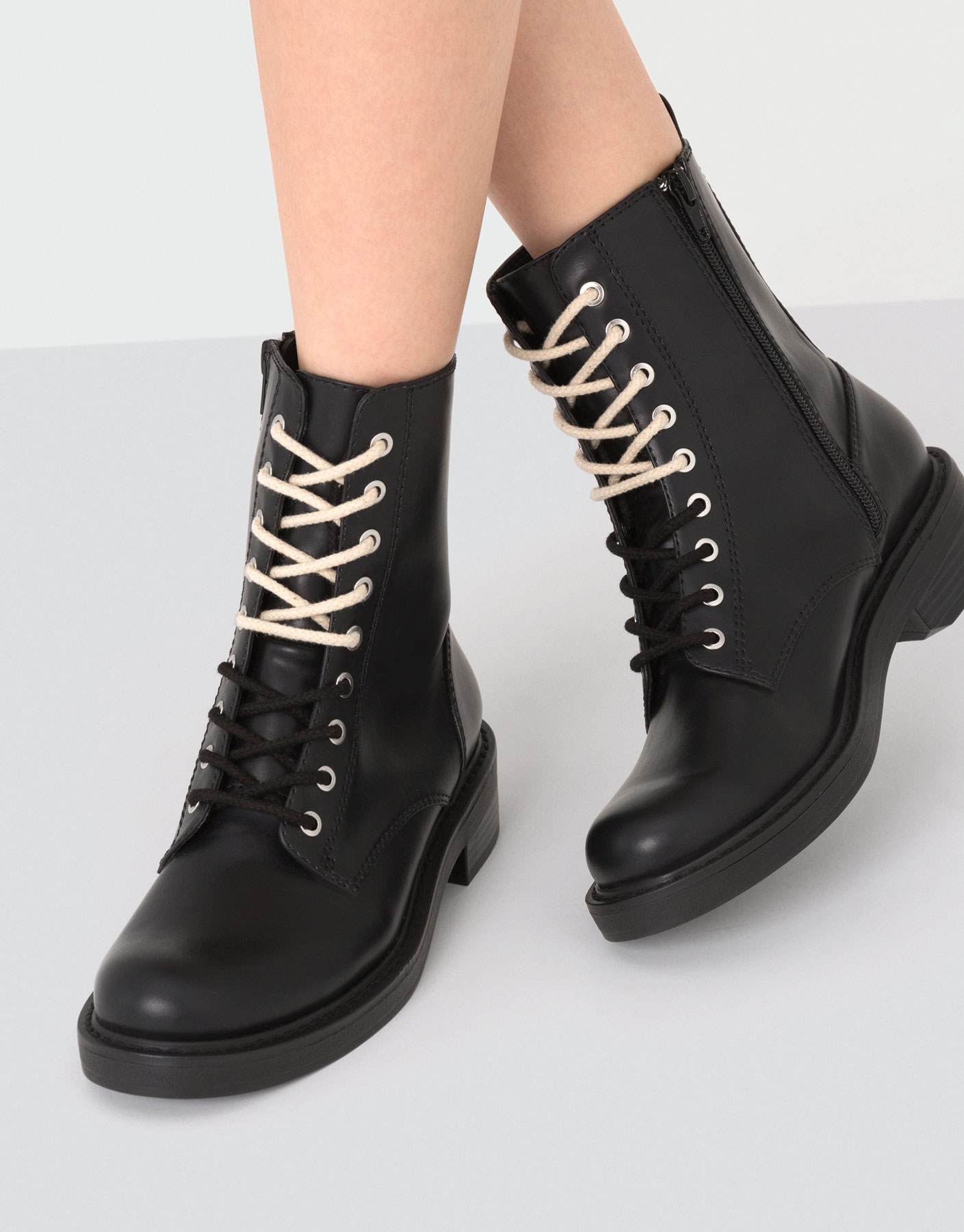 Ankle boots with laces