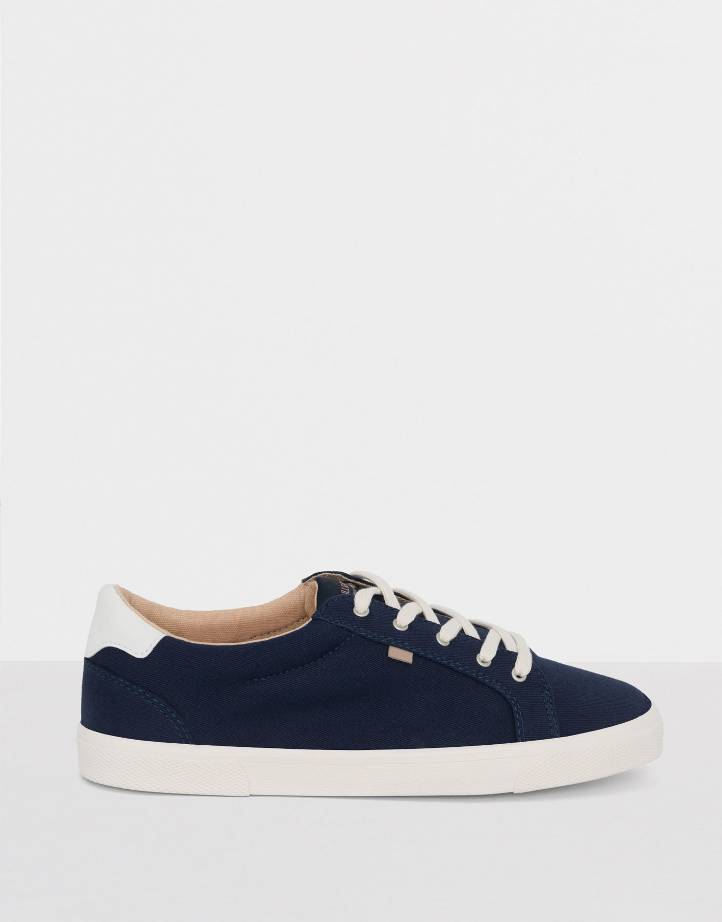Colour plimsolls
