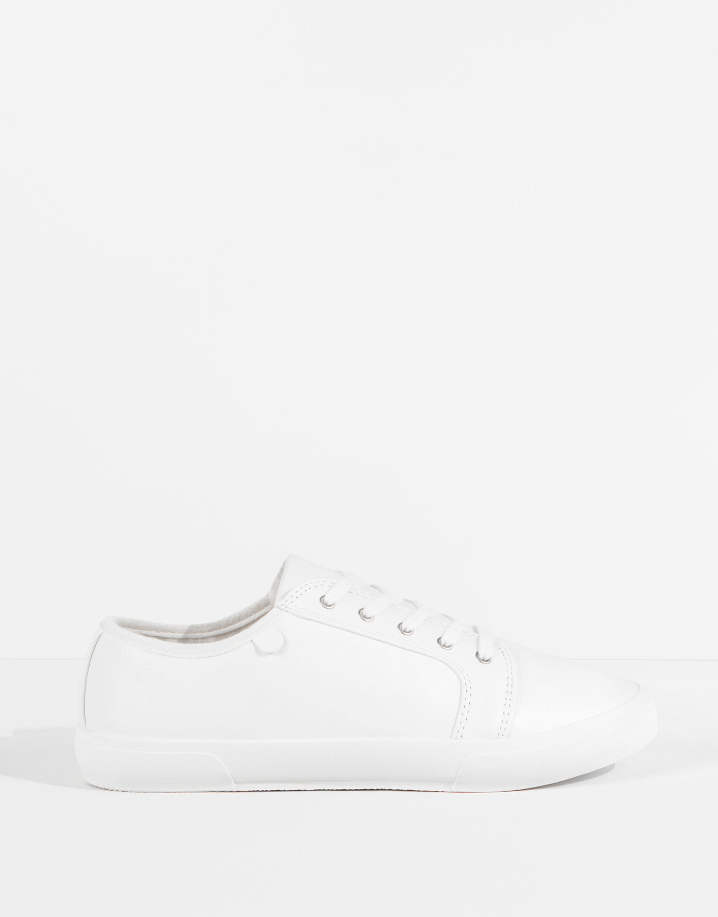 Plimsolls with toe cap