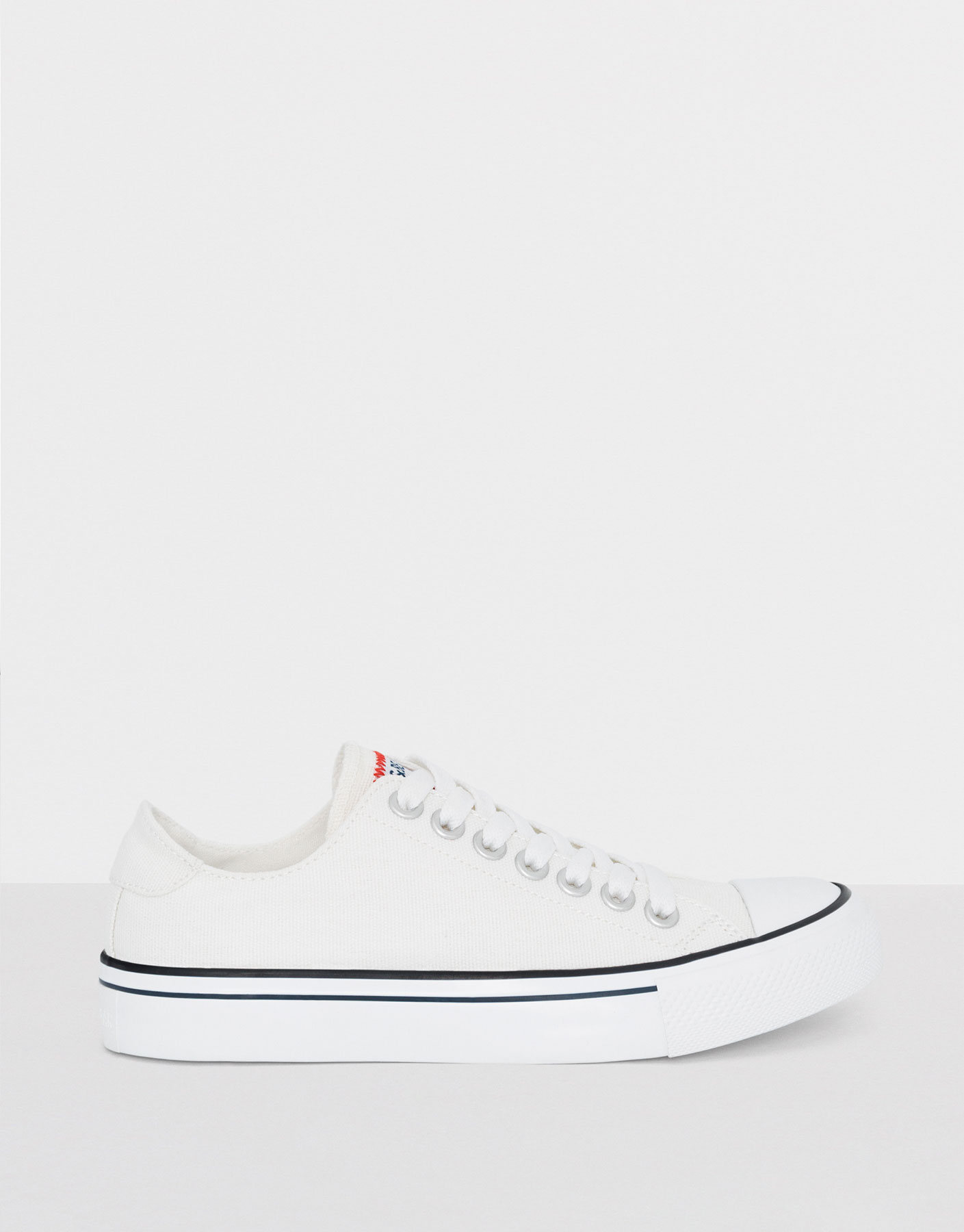 Plimsolls with white toe cap