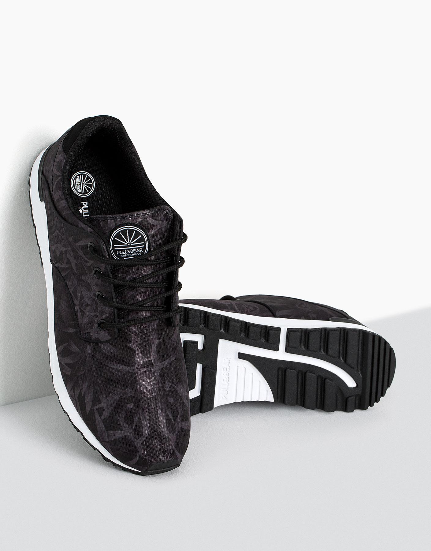 Leaf print sneakers