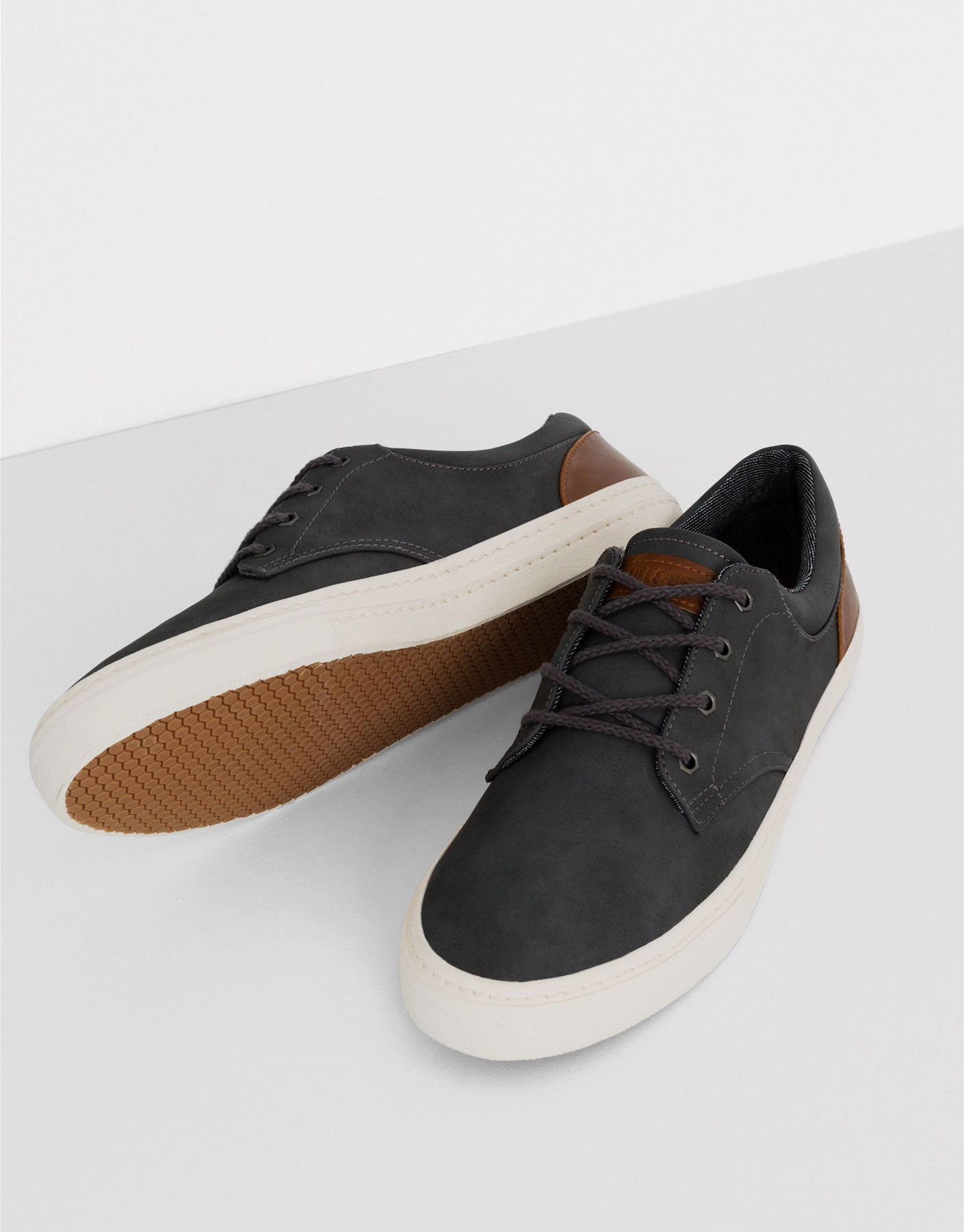 Smart top plimsolls