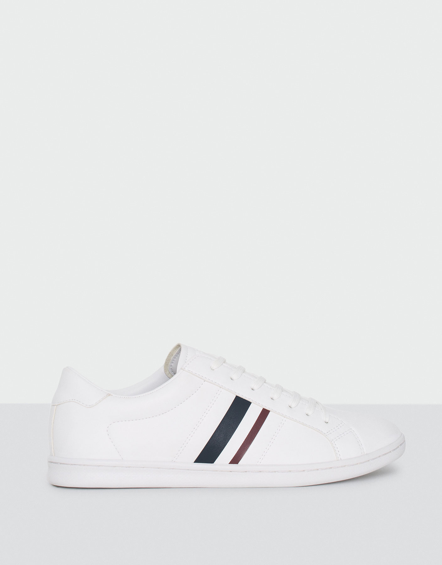 Plimsolls with stripe