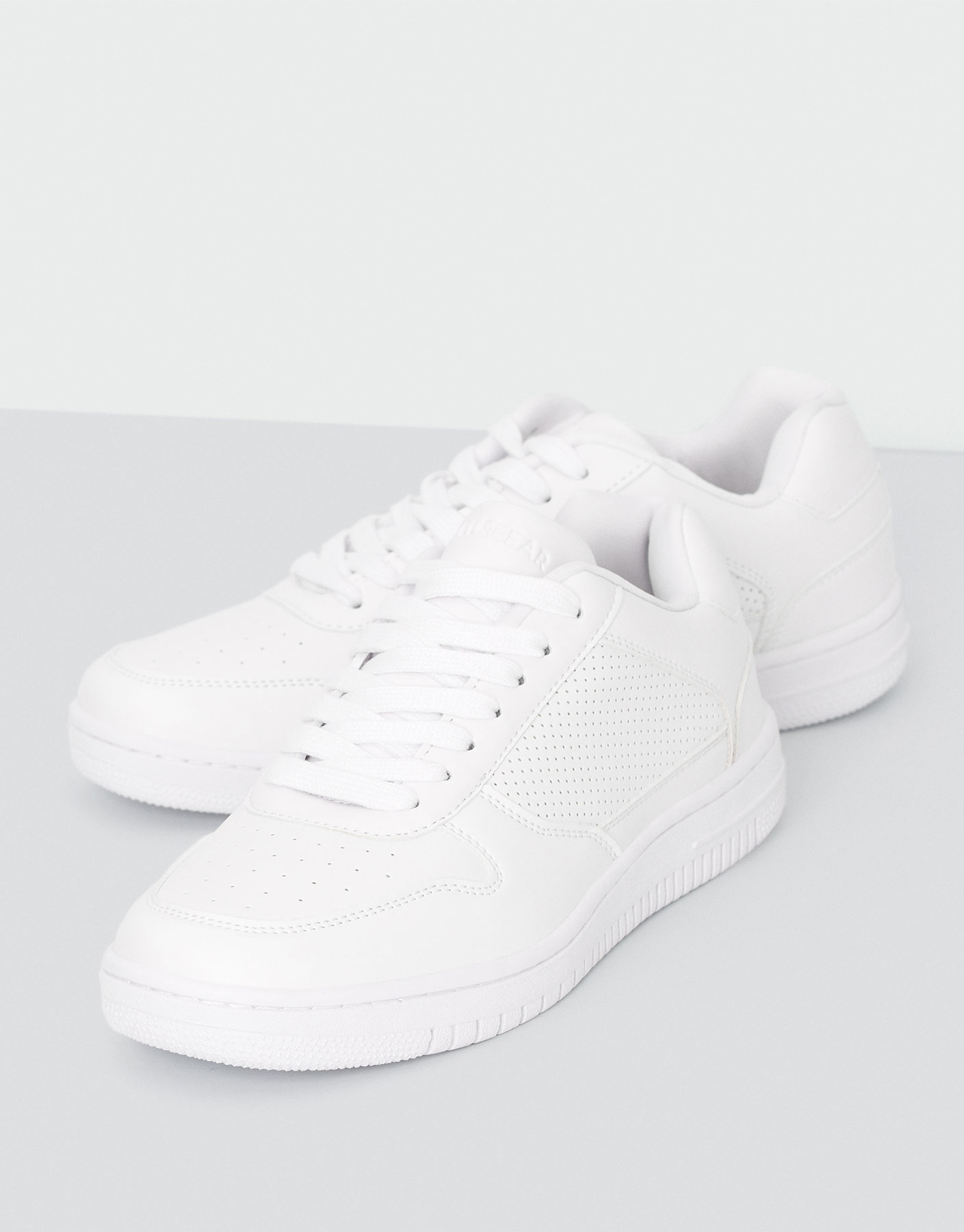 Basketball plimsolls