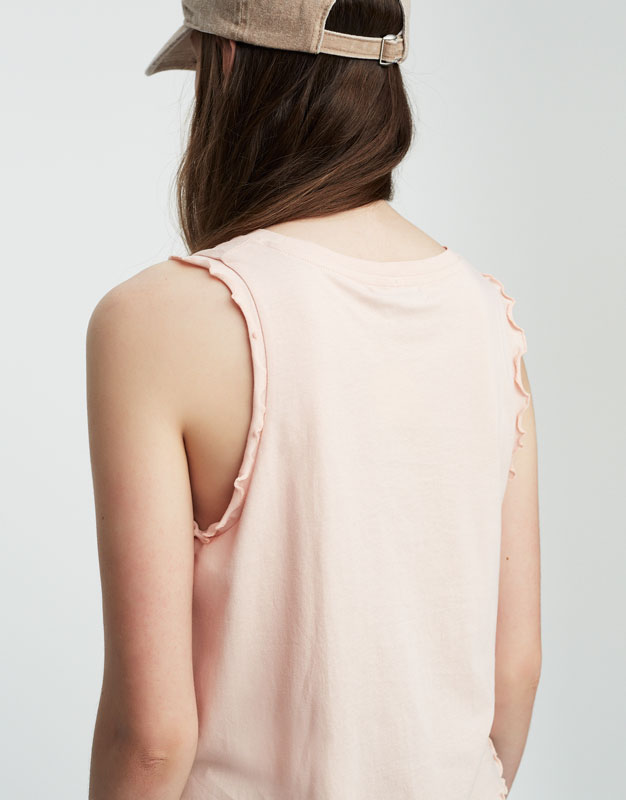 Sleeveless T-shirt with frilled trims