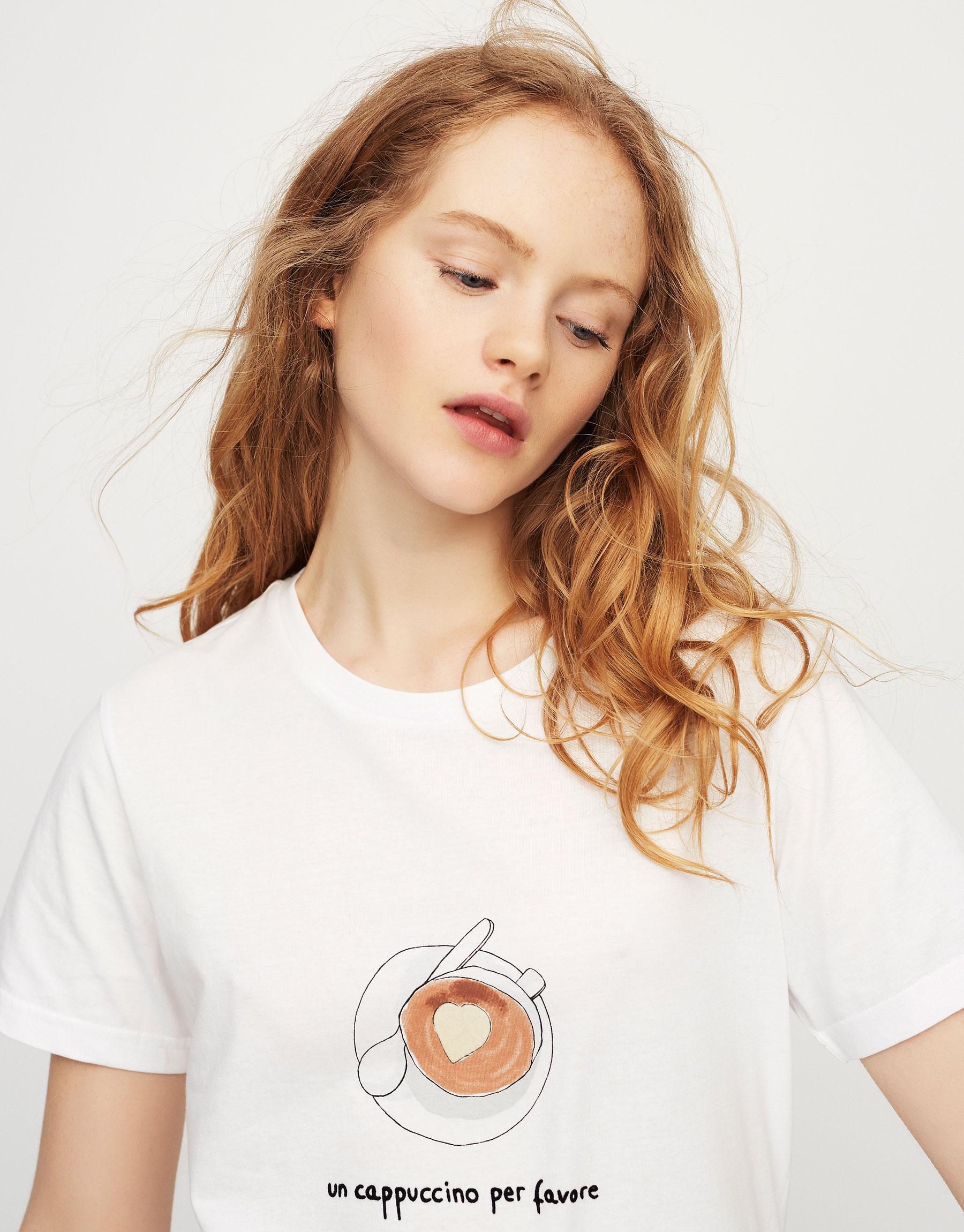 T-shirt com ilustração de capuccino