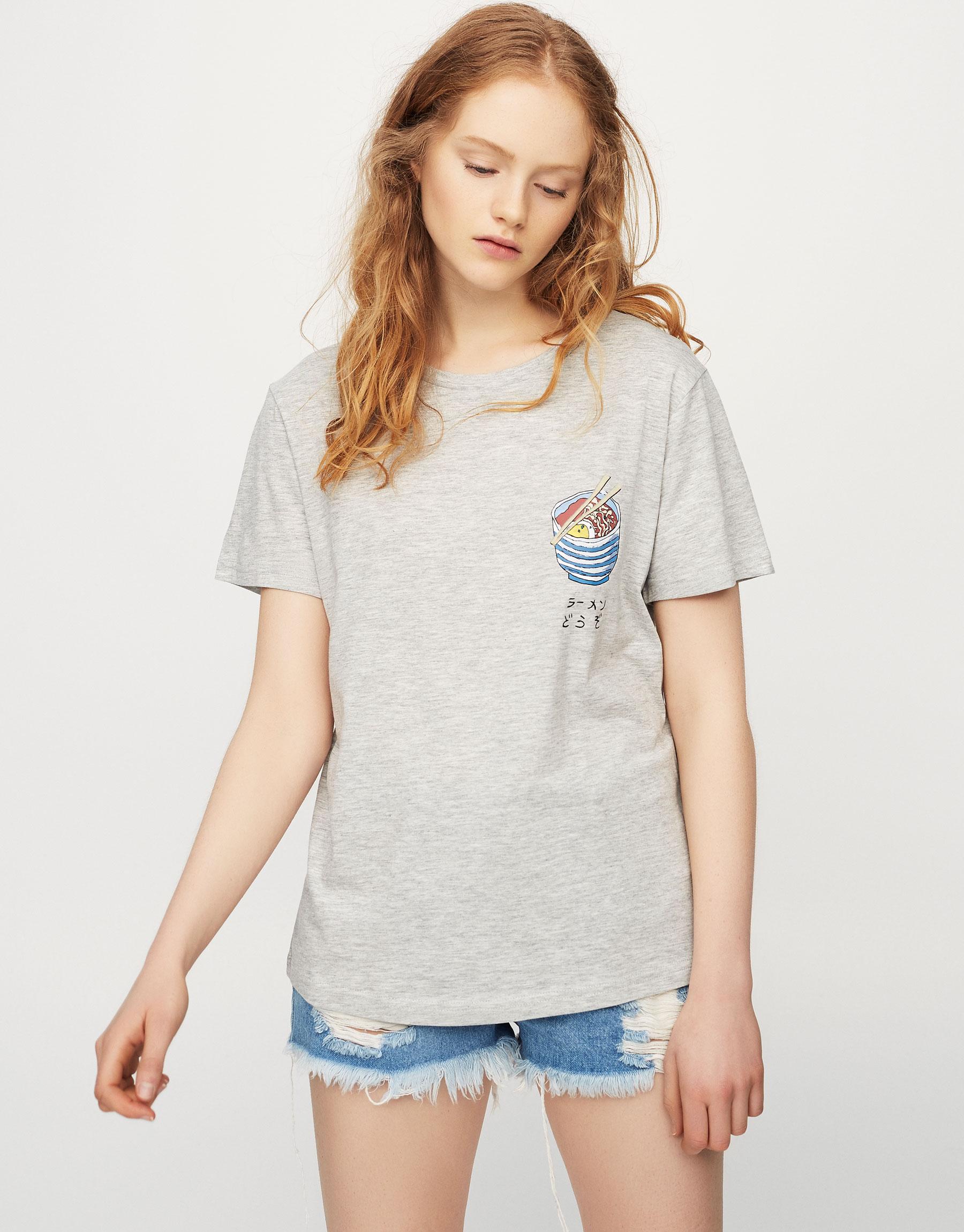 T-shirt com gráfico ramen