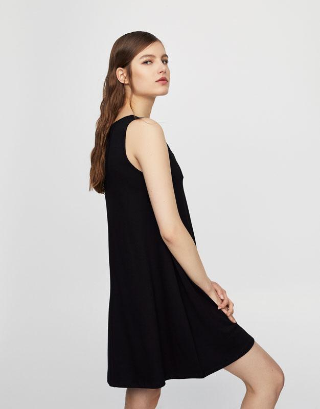 Ärmelloses Kleid mit Schnürung am Ausschnitt
