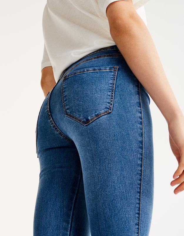 Hautenge Skinny-Jeans mit halbhohem Bund