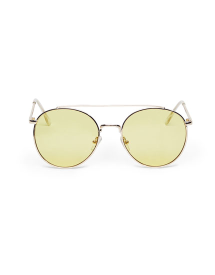 Aviator sunglasses with yellow mirror lenses