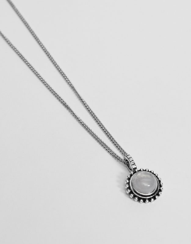 Necklace with teardrop stones