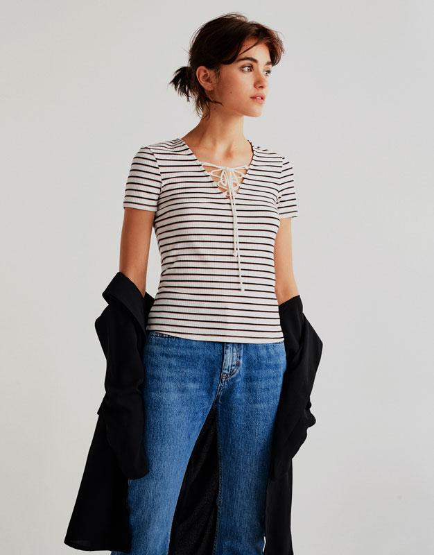 Camiseta escote corsario