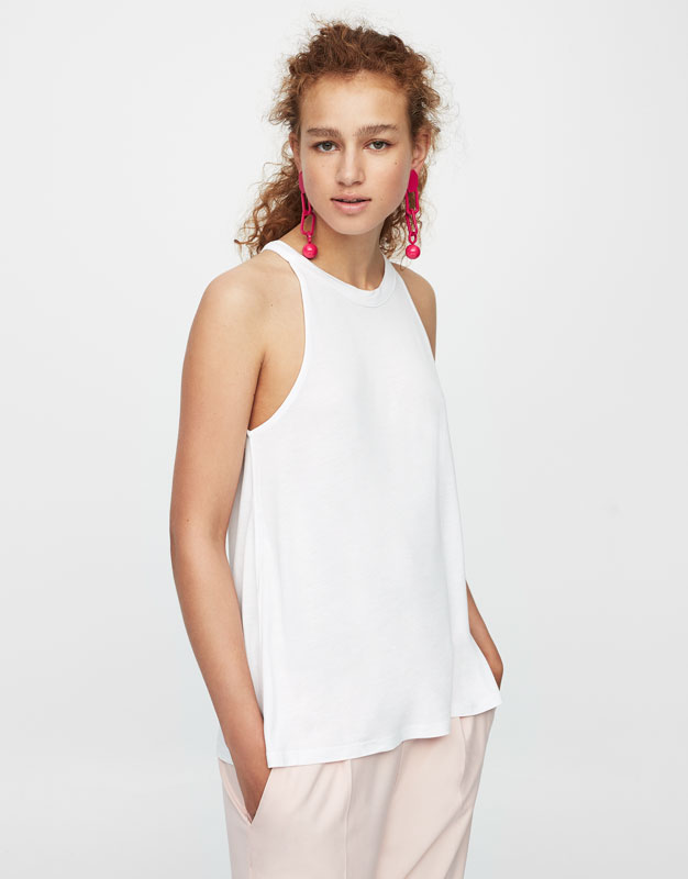 T-shirt with halter neck