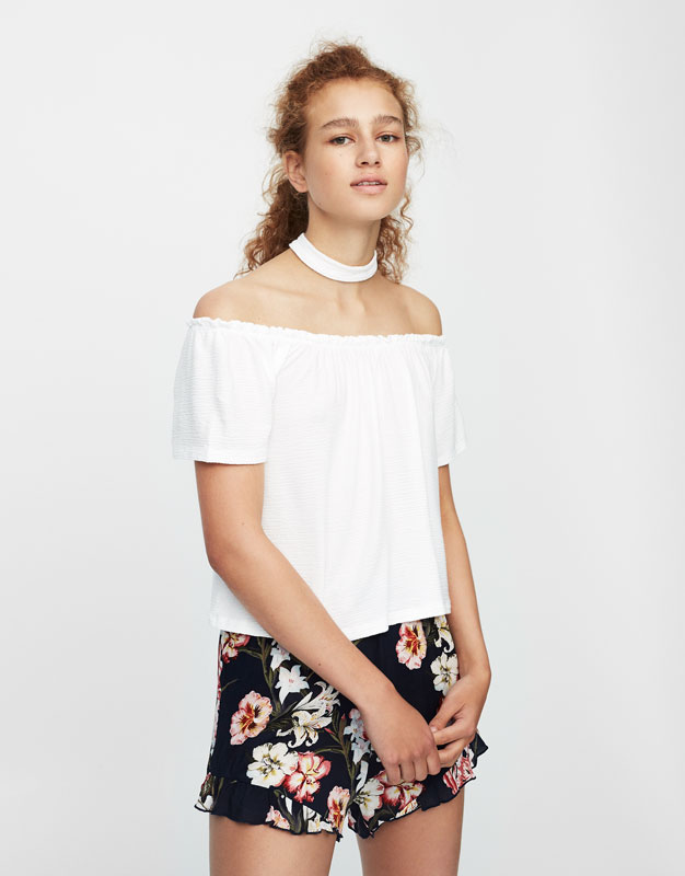 Bardot neckline T-shirt with choker collar
