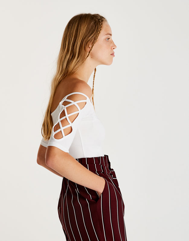 T-shirt with lace-up sleeves
