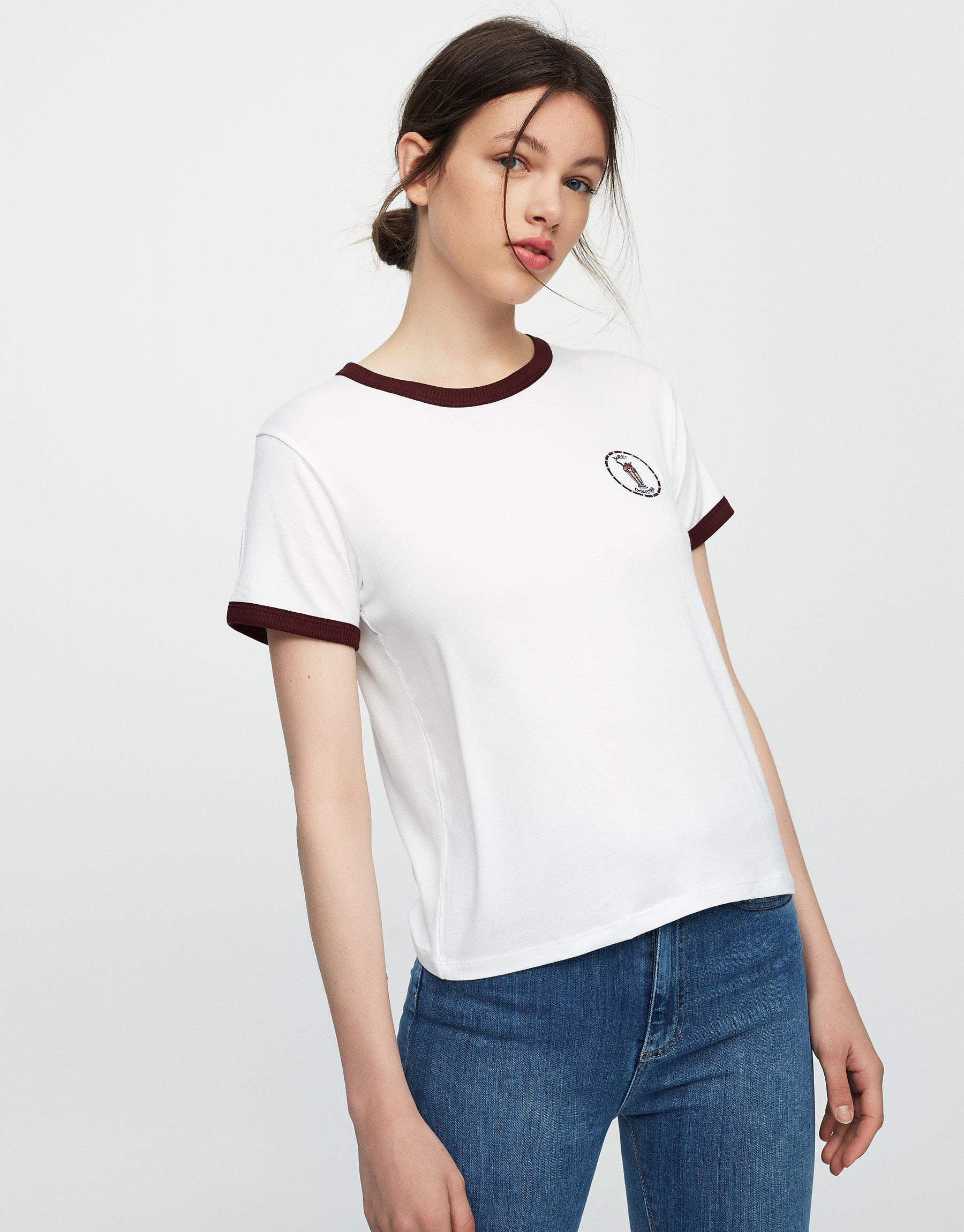 T-shirt com remendos