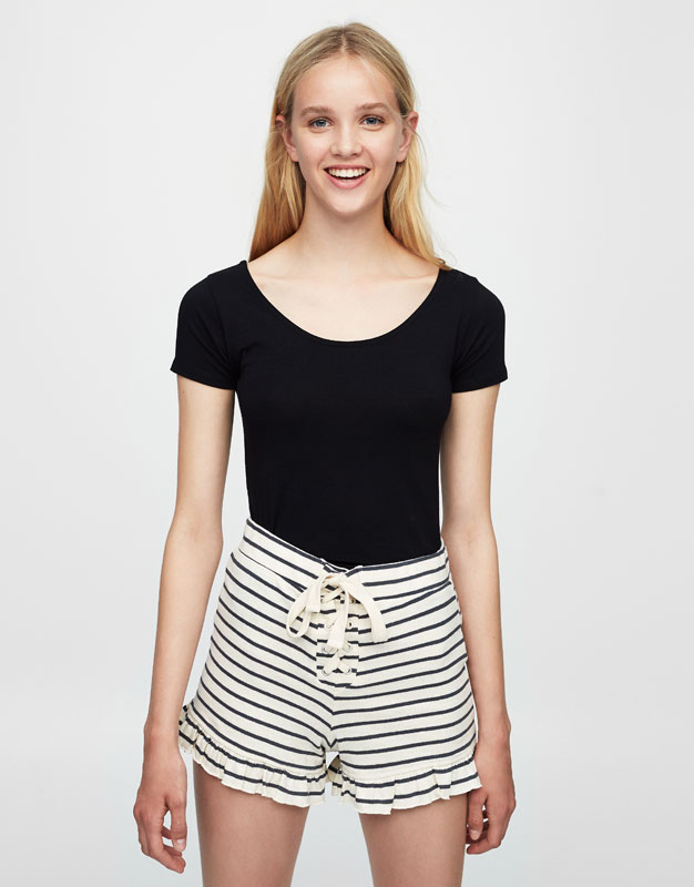 Cropped T-shirt with lace-up back