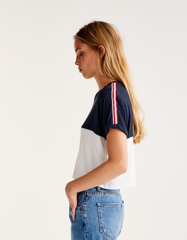 Sporty T-shirt with stripes on shoulders
