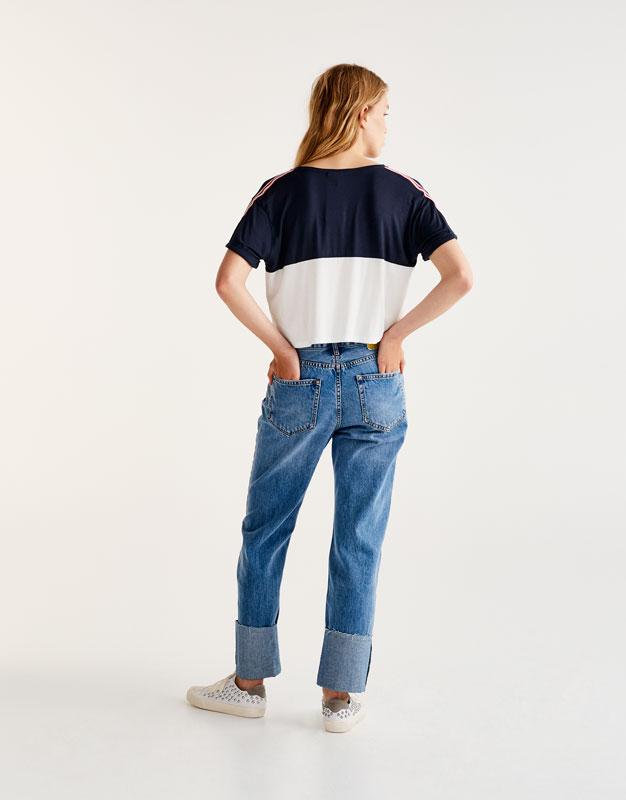 Camiseta deportiva bandas en hombros