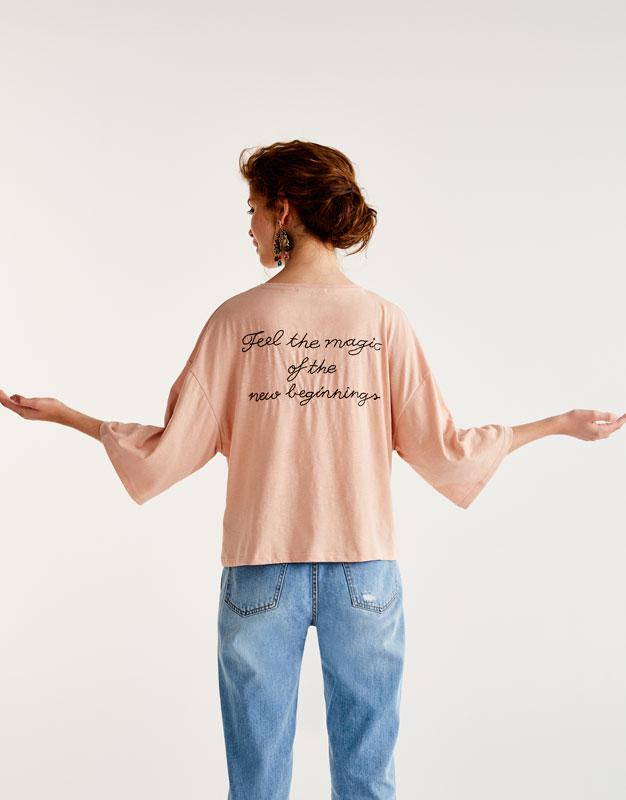 Camiseta texto bordado