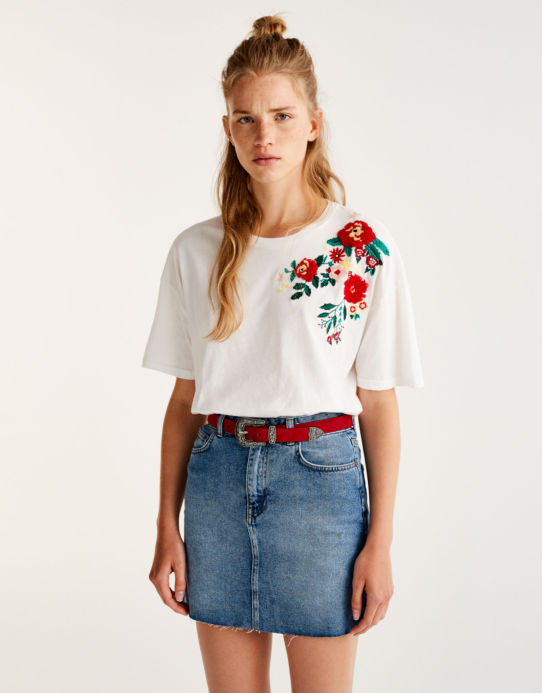 T-shirt with floral embroidery on shoulders