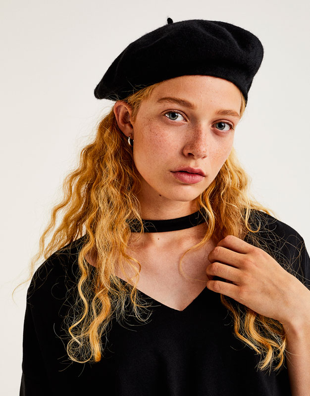 Basic choker neck T-shirt