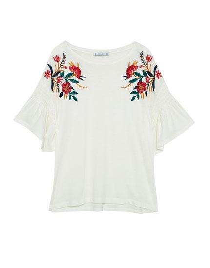 Camiseta bordado flor