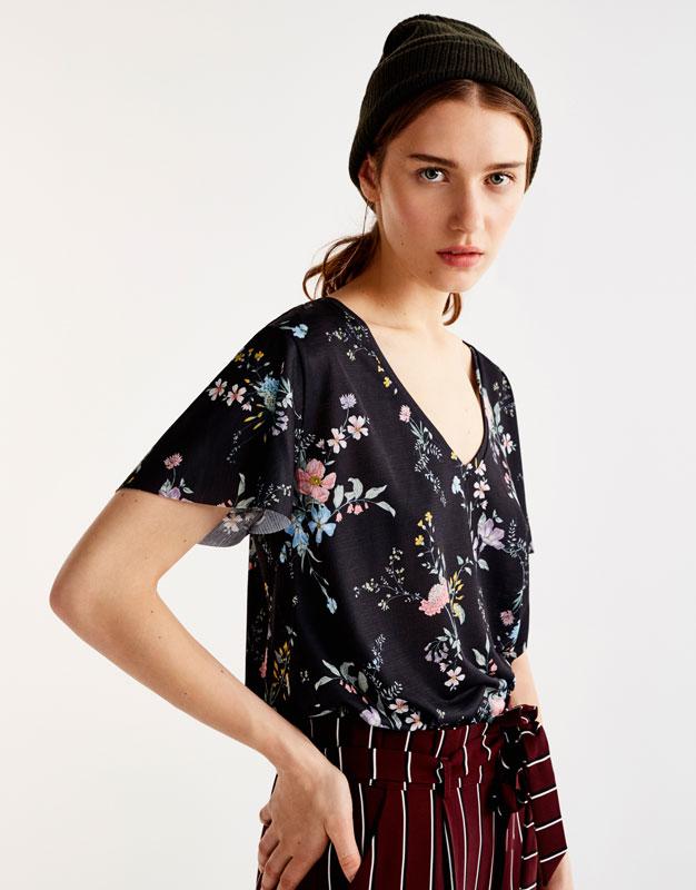 Camiseta escote pico estampado