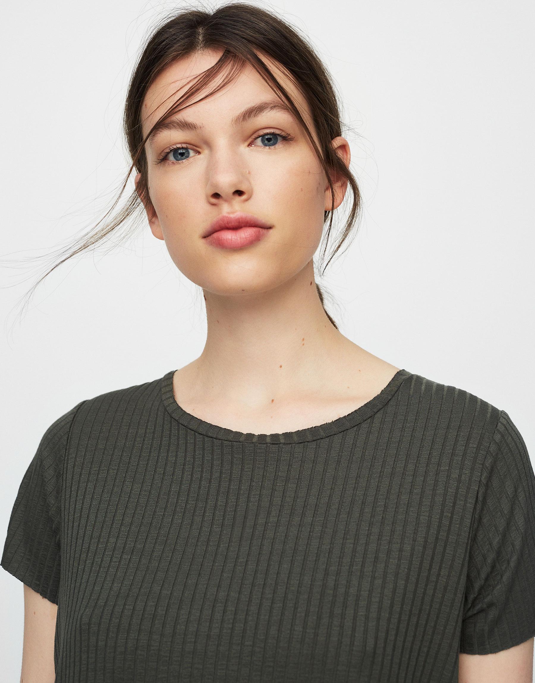 T-shirt canelada de manga curta