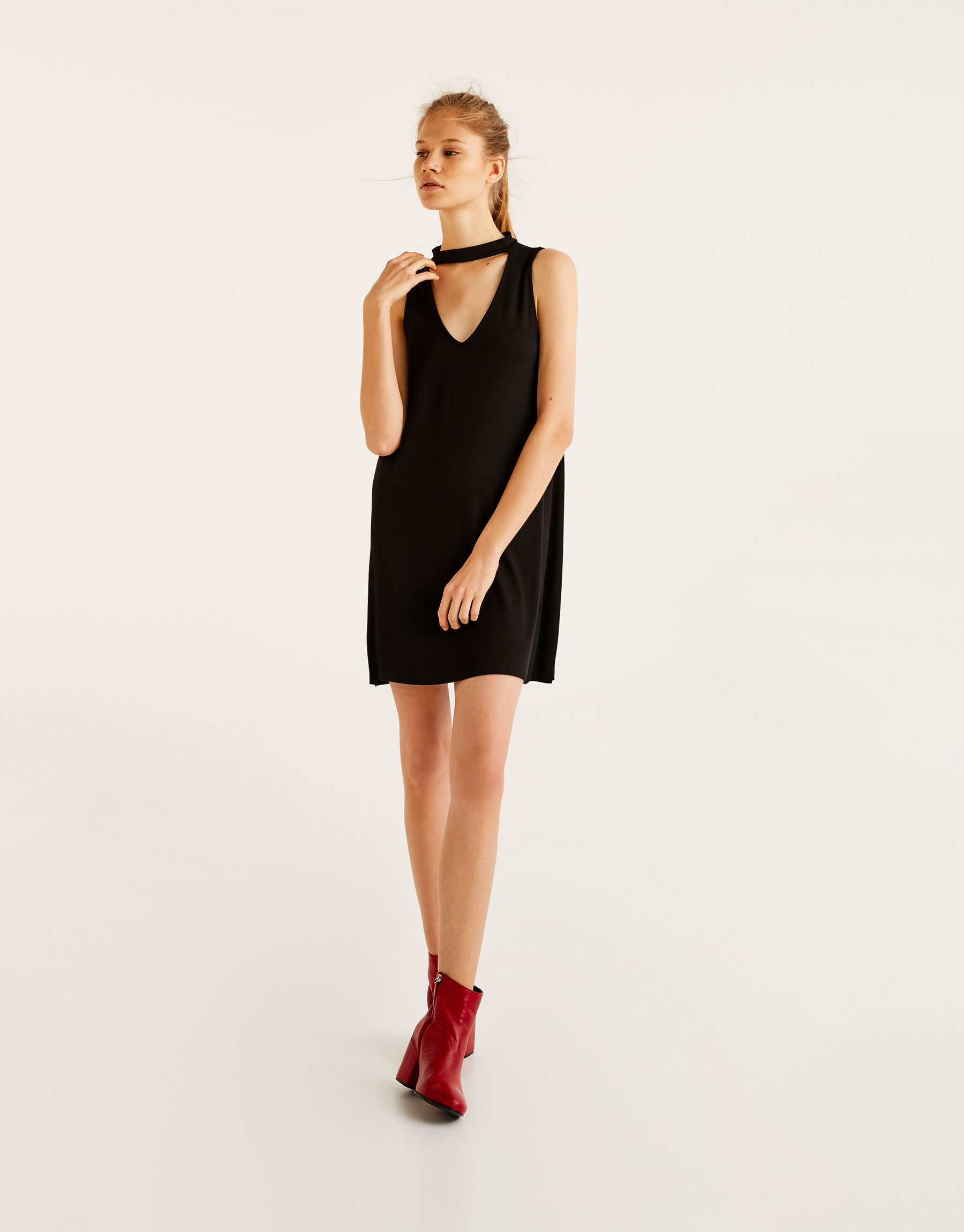 Plain dress with choker neck