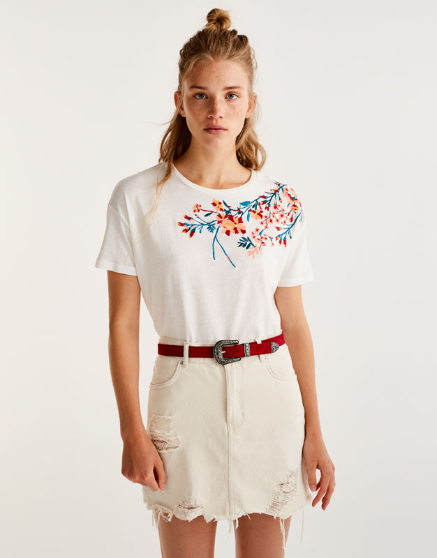 T-shirt with floral embroidered neckline