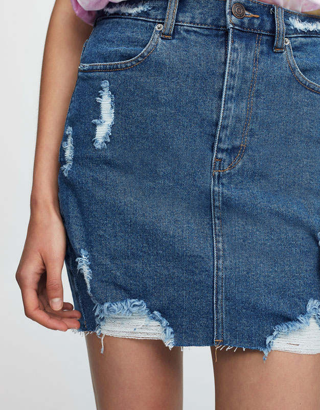 Ripped fitted denim skirt