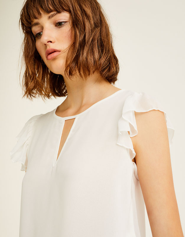 Sleeveless top with ruffle trims
