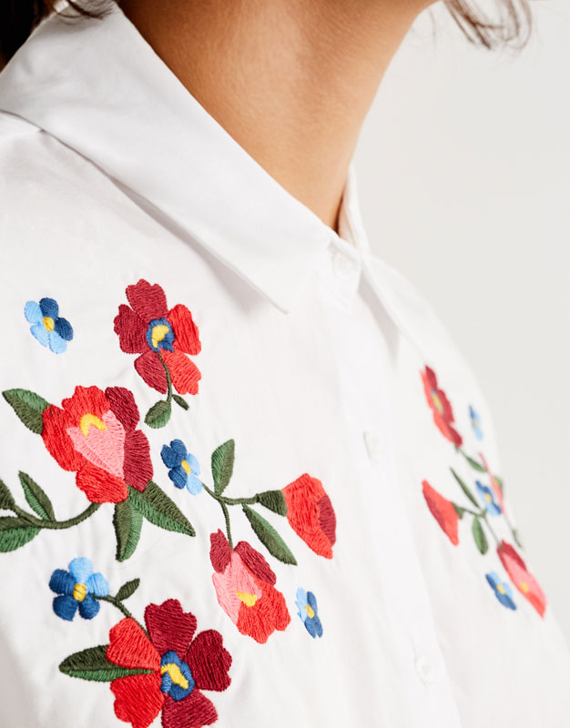 Chemise manches courtes broderie florale