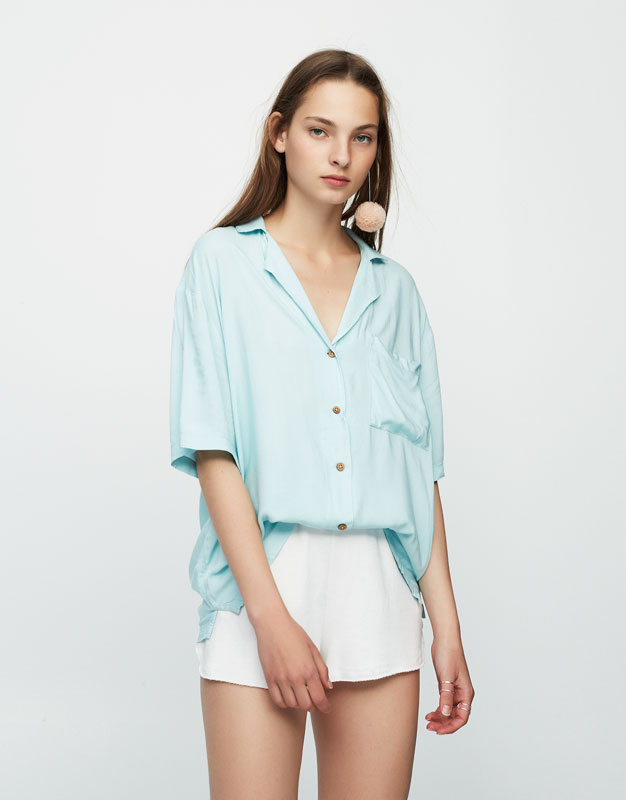 Oversized shirt with embroidered toucan
