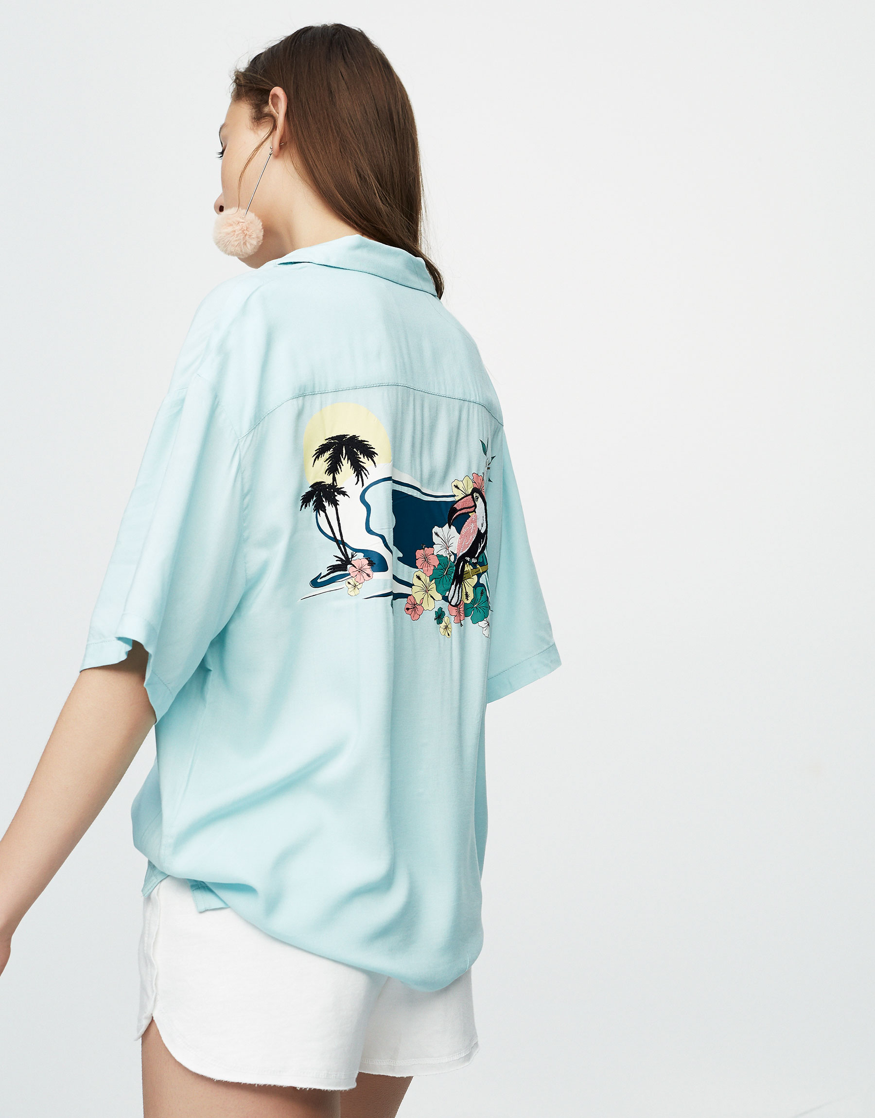 Short sleeve shirt with embroidered bird