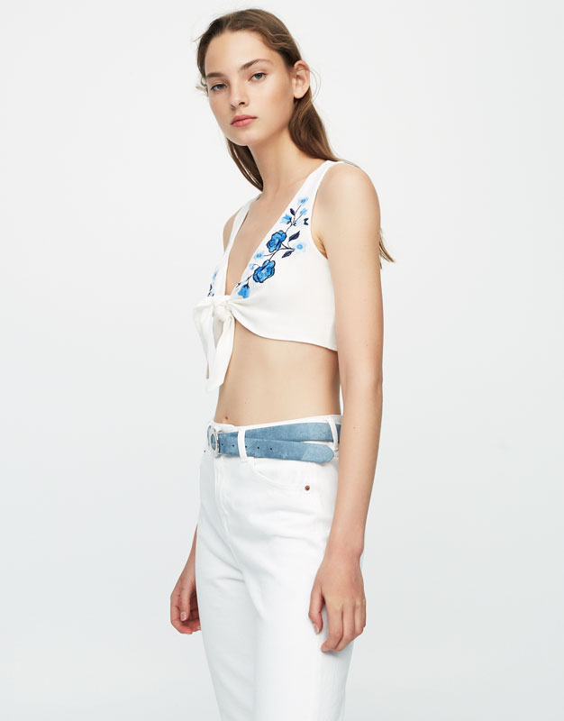 Knotted top with floral embroidery